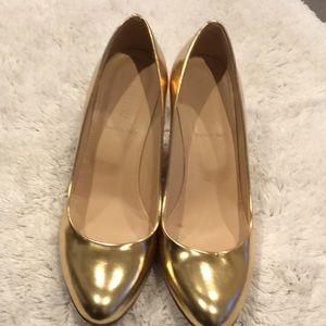 Gold wedge shoe